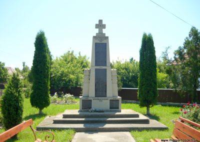 Nyújtód hősi emlékmű 2011.06.23. küldő-Sümec (1)