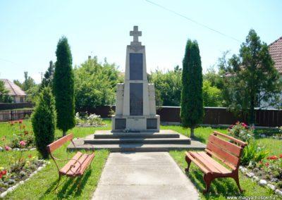 Nyújtód hősi emlékmű 2011.06.23. küldő-Sümec