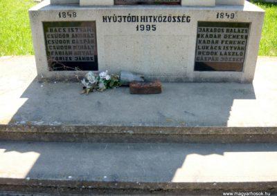 Nyújtód hősi emlékmű 2011.06.23. küldő-Sümec (7)