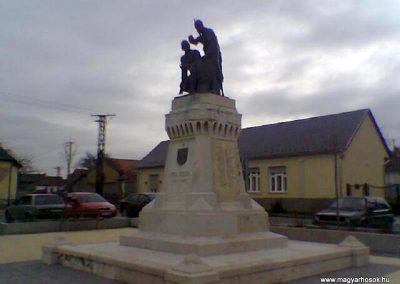 Nyergesújfalu I.vh emlékmű 2008.02.11.küldő-Ágca (4)
