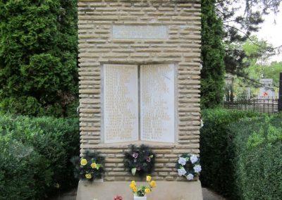 Nyirád II. világháborús emlékmű 2013.08.22. küldő-kalyhas (2)