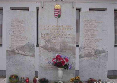 Nyircsaholy II.vh emlékmű 2006.11.09. Küldő-Henike (1)