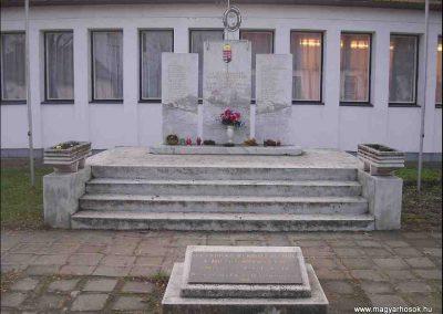 Nyircsaholy II.vh emlékmű 2006.11.09. Küldő-Henike