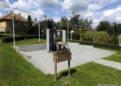 Nyomár világháborús emlékmű 2014.08.17. küldő-kalyhas (9)