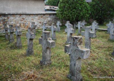 Ojtoz Székely hősi emlékmű és temető 2008.08.14.küldő-arpisz (1)