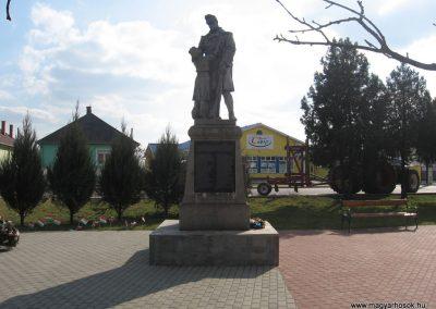 Onga világháborús emlékmű 2009.03.21. küldő-kalyhas (1)