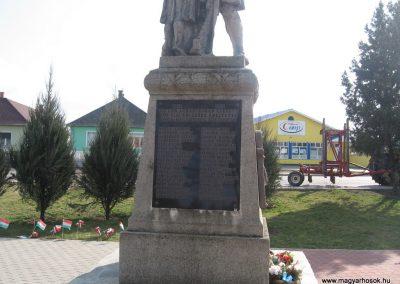 Onga világháborús emlékmű 2009.03.21. küldő-kalyhas (3)