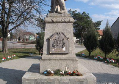 Onga világháborús emlékmű 2009.03.21. küldő-kalyhas (4)