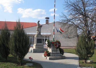 Onga világháborús emlékmű 2009.03.21. küldő-kalyhas