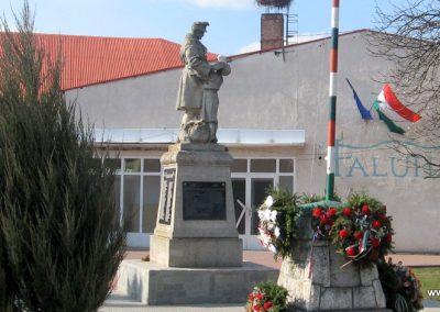 Onga világháborús emlékmű 2009.03.21. küldő-kalyhas (7)