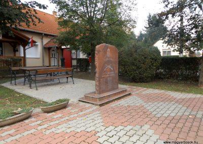 Orci világháborús emlékmű 2014.10.26. küldő-kalyhas (5)