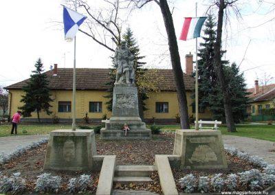 Orgovány világháborús emlékmű 2007.11.12.küldő-Markó Péter
