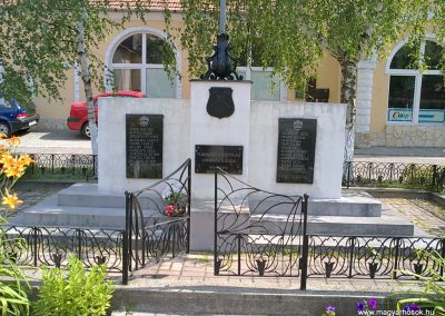 Ormosbánya világháborús emlékmű 2012.06.21. küldő-Pataki Tamás