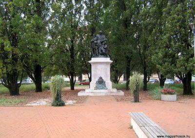 Orosháza felújított I. világháborús emlékmű 2014.10.25. küldő-Emese (1)