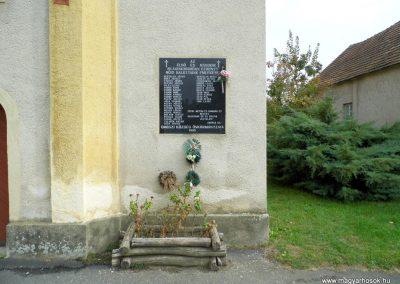 Oroszi világháborús emléktábla 2015.10.05. küldő-Méri (1)