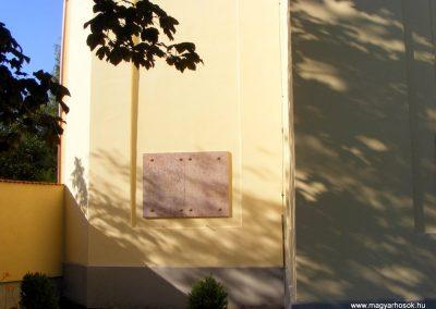 Oroszlány evangélikus templom világháborús emléktáblák 2012.06.17. küldő-Méri (4)