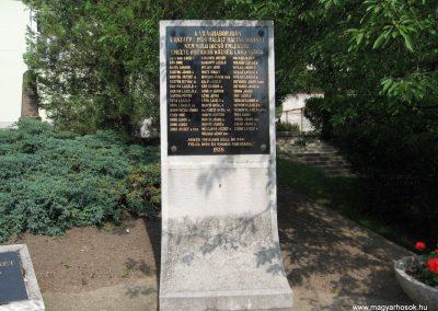 Ostoros világháborús emlékmű 2007.06.15. küldő-kalyhas (4)