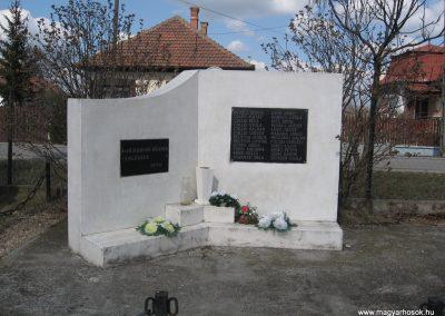 Oszlár II.vh emlékmű 2009.03.16.küldő-kalyhas (1)