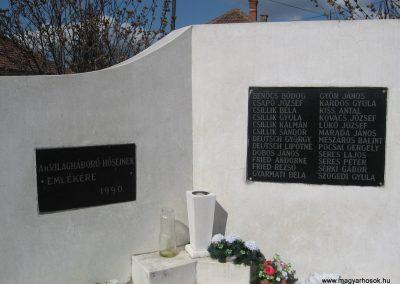 Oszlár II.vh emlékmű 2009.03.16.küldő-kalyhas (2)