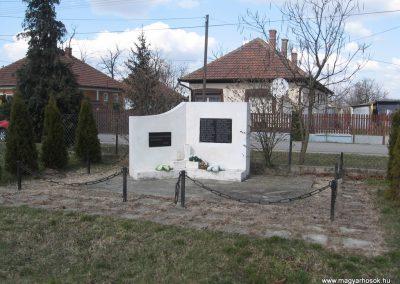 Oszlár II.vh emlékmű 2009.03.16.küldő-kalyhas