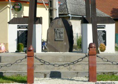 Pácin világháborús emlékmű- felújítás után 2010.07.04. küldő-Ágca (2)