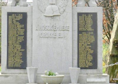 Páka felújított világháborús emlékmű 2017.12.01. küldő-Huber Csabáné (2)