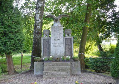 Páka világháborús emlékmű 2009.05.23.küldő-Sümec