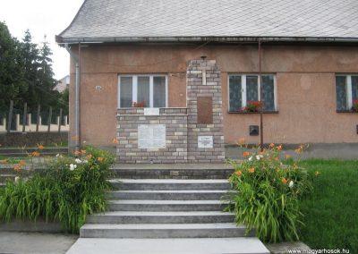 Pálosvörösmart világháborús emlékmű 2009.06.28. küldő-kalyhas