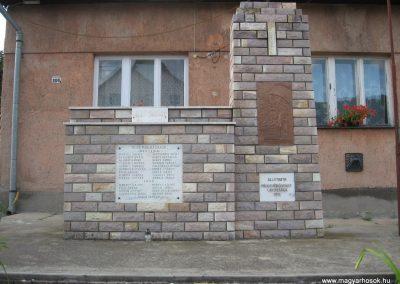 Pálosvörösmart világháborús emlékmű 2009.06.28.küldő-kalyhas (1)