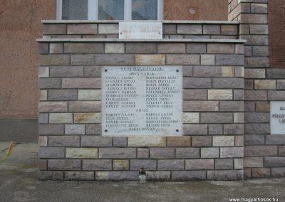 Pálosvörösmart világháborús emlékmű 2009.06.28.küldő-kalyhas (2)