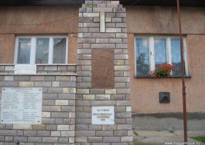 Pálosvörösmart világháborús emlékmű 2009.06.28.küldő-kalyhas (3)