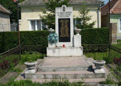 Pápa-Borsosgyőr világháborús emlékmű 2009.07.01.küldő-Sümec (1)