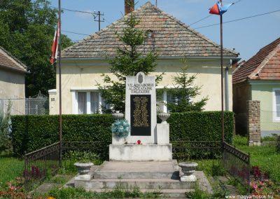 Pápa-Borsosgyőr világháborús emlékmű 2009.07.01.küldő-Sümec (3)