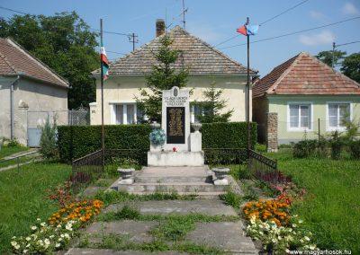 Pápa-Borsosgyőr világháborús emlékmű 2009.07.01.küldő-Sümec