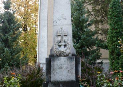 Pápakovácsi világháborús emlékmű 2013.10.18. küldő-Sümec (1)