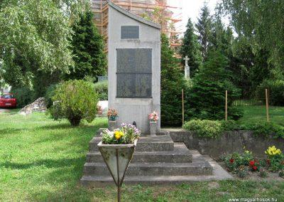 Pápateszér világháborús emlékművek 2010.07.21. küldő-kalyhas (2)