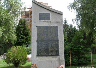 Pápateszér világháborús emlékművek 2010.07.21. küldő-kalyhas (3)