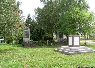 Pápateszér világháborús emlékművek 2010.07.21. küldő-kalyhas