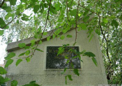 Pápateszér világháborús emlékművek 2010.07.21. küldő-kalyhas (8)