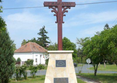 Pápoc felújított és áthelyezett világháborús emlékmű 2012.05.21. küldő-Sümec (10)