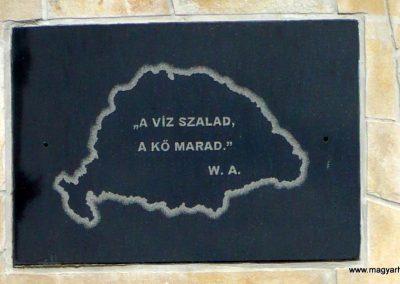 Pápoc felújított és áthelyezett világháborús emlékmű 2012.05.21. küldő-Sümec (13)