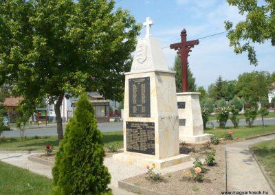 Pápoc felújított és áthelyezett világháborús emlékmű 2012.05.21. küldő-Sümec (14)