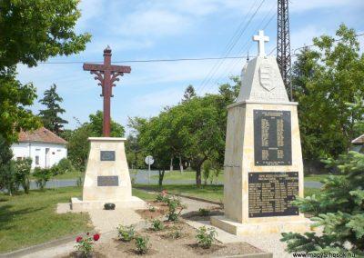Pápoc felújított és áthelyezett világháborús emlékmű 2012.05.21. küldő-Sümec (9)
