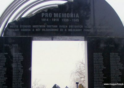 Párkány világháborús emlékmű 2012.12.08. küldő-Méri (2)