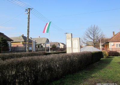 Pátroha II. világháborús emlékmű 2014.02.24. küldő-kalyhas (5)