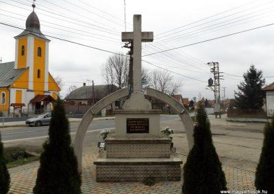 Pátyod II. világháborús emlékmű 2014.11.22. küldő-kalyhas (5)