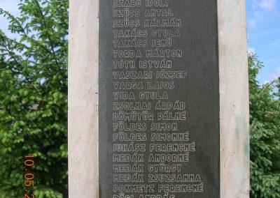 Pázmándfalu Világháborús emlékművek 2007.05.10.küldő-Markó Peti (3)