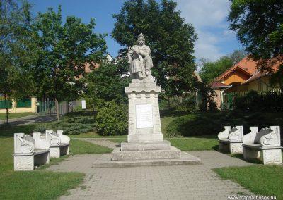 Pécel világháborús emlékmű 2008.05.10. küldő-Huszár Peti
