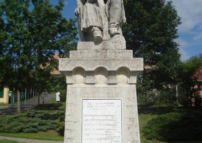 Pécel világháborús emlékmű 2008.05.10. küldő-Huszár Peti (7)