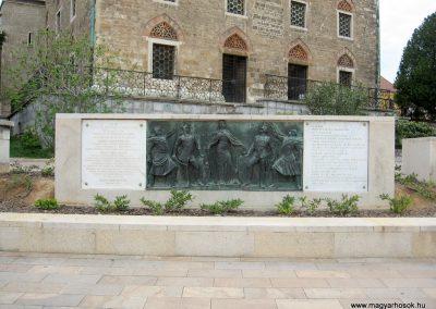 Pécs I.vh emlékmű 2011.04.23. küldő-kalyhas (7)